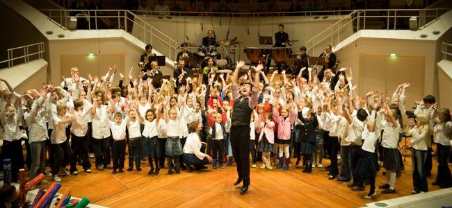 Vielfach ausgezeichnet und immer wieder ein Erlebnis! Das große, kreative Orchester-Mitmach-Projekt für die ganze Grundschule. Für das Schuljahr 2015/2016 gibt es noch freie Plätze! Bei der COOL SCHOOL SYMPHONY wirken […]
